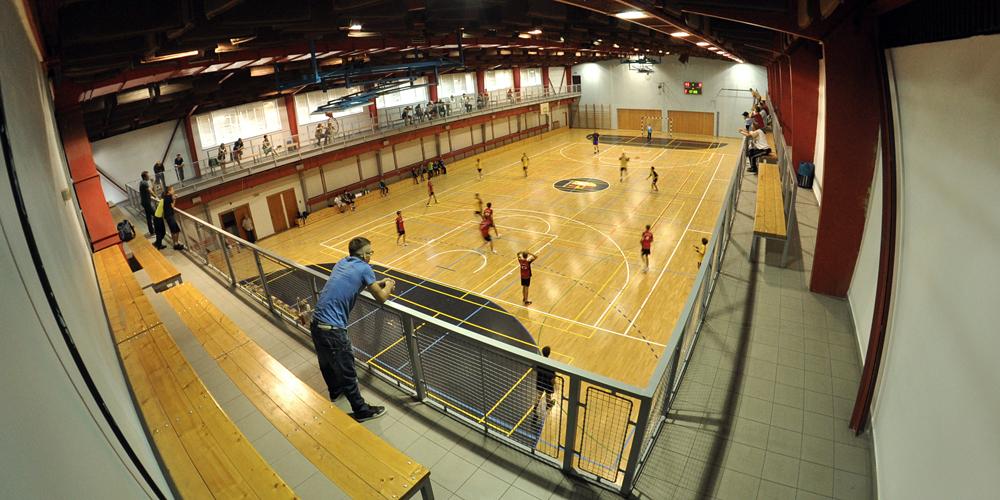 http://www.fc-hustopece.cz/wp-content/uploads/2021/09/sportovni_hala_02.jpg